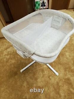 Halo Twin Sleeper Double Bassinet with wedge pillows and sheets